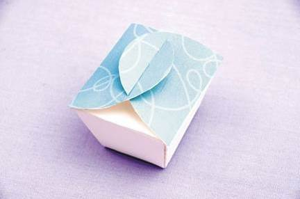 How-to-DIY-Simple-Nice-Gift-Box-7.jpg