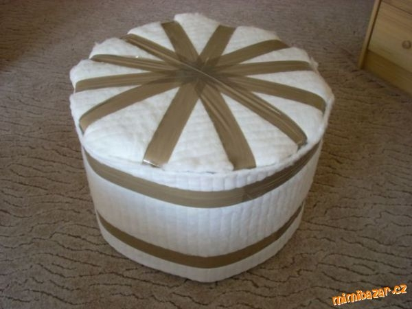How-to-DIY-Simple-Ottoman-from-Plastic-Bottles-3.jpg