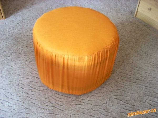 How-to-DIY-Simple-Ottoman-from-Plastic-Bottles-4.jpg