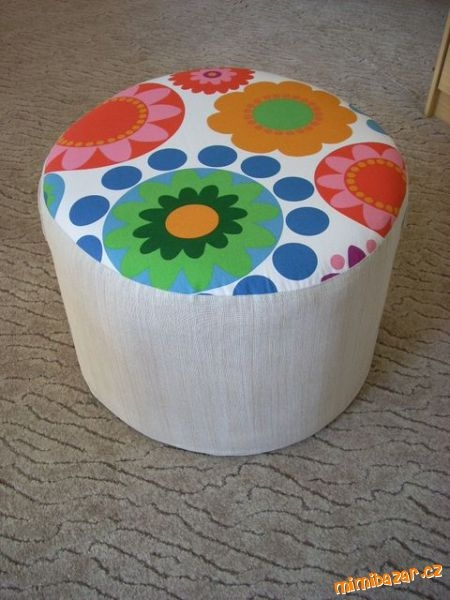 How-to-DIY-Simple-Ottoman-from-Plastic-Bottles-7.jpg