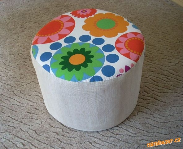 How-to-DIY-Simple-Ottoman-from-Plastic-Bottles-9.jpg