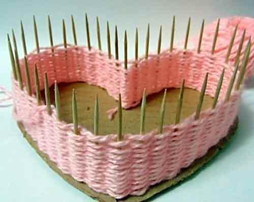 How to DIY Yarn Woven Heart Shaped Basket | iCreativeIdeas.com