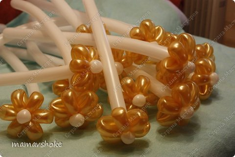 How-to-Make-DIY-Balloon-Daisy-Flower-Bouquet-15.jpg