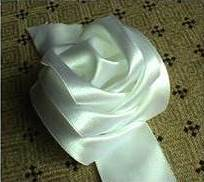 How-to-Make-DIY-Satin-Ribbon-Rose-without-Needle-and-Thread-7.jpg
