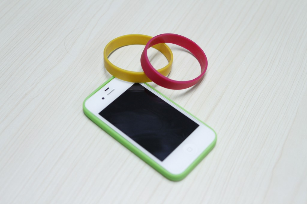 How-to-Make-Easy-DIY-iPhone-Bumper-Case-6.jpg