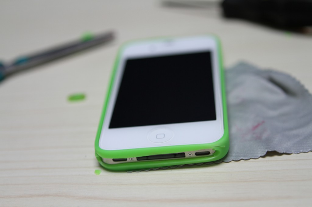 How-to-Make-Easy-DIY-iPhone-Bumper-Case-7.jpg
