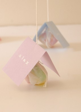 45+ Fun and Creative Ways to Use Balloons --> Balloon Place Cards