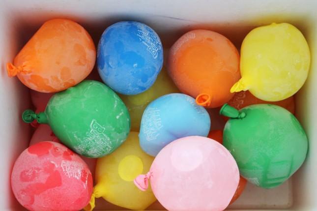 45+ Fun and Creative Ways to Use Balloons --> Reusable Balloon Ice Packs