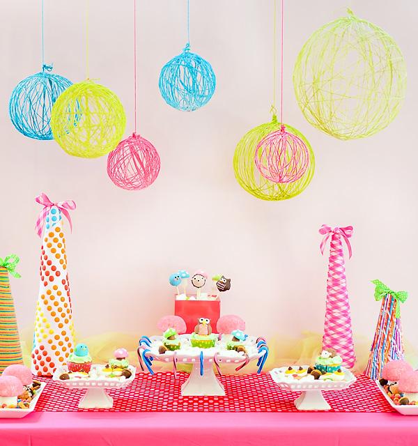 45+ Fun and Creative Ways to Use Balloons --> Use Balloon to Make Yarn Chandelier
