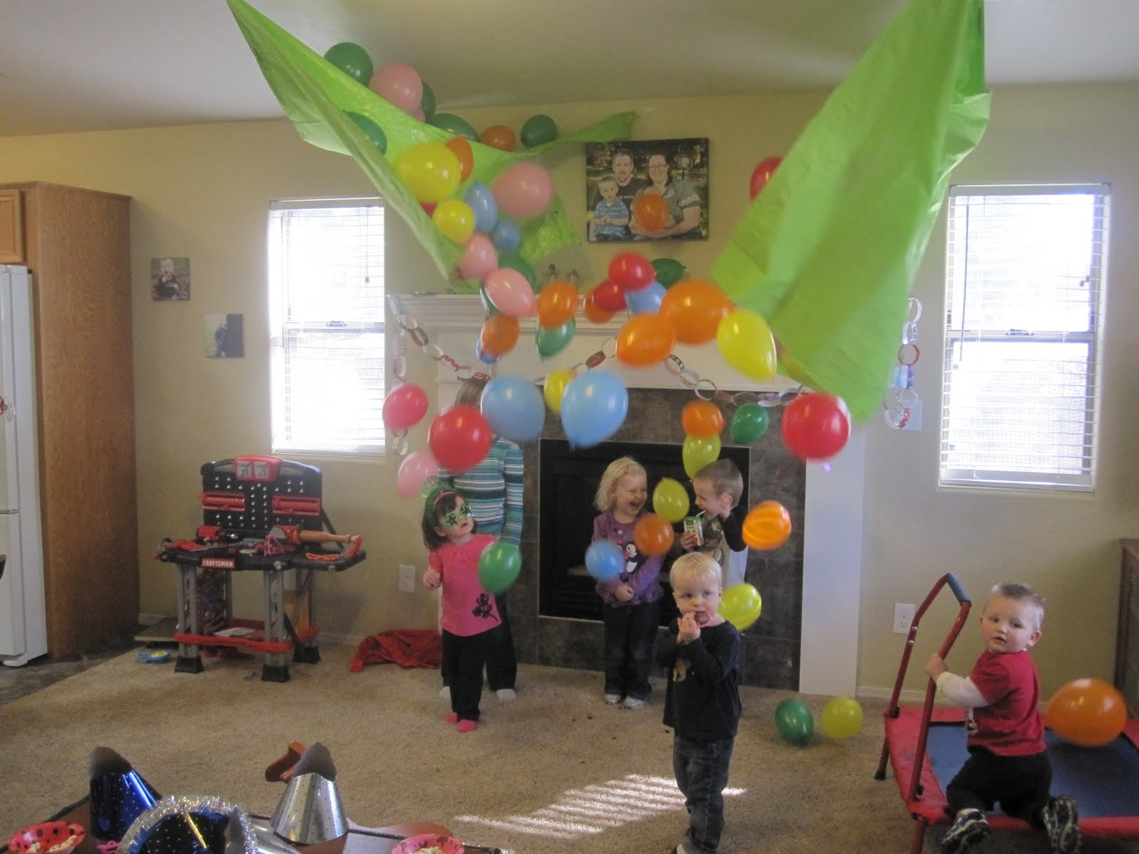 45+ Fun and Creative Ways to Use Balloons --> DIY Balloon Drop