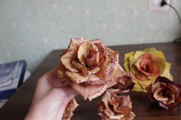 How-to-DIY-Beautiful-Roses-from-Autumn-Leaves-10.jpg