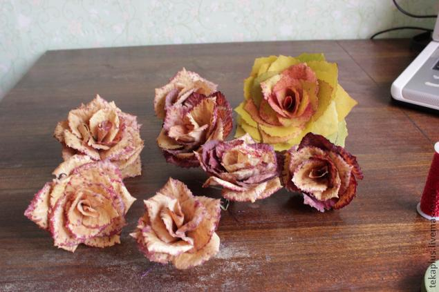 How-to-DIY-Beautiful-Roses-from-Autumn-Leaves-11.jpg
