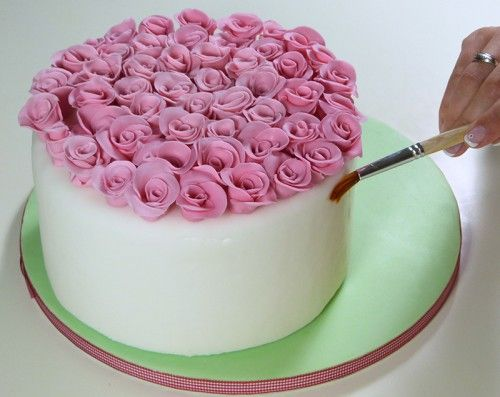 How-to-DIY-Bouquet-of-Roses-Cake-Decoration-5.jpg