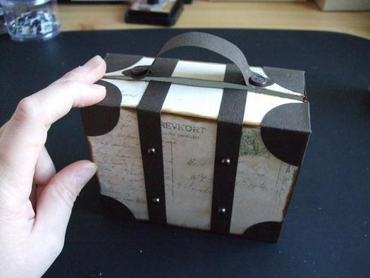 How-to-DIY-Creative-Luggage-Style-Gift-Box-11.jpg