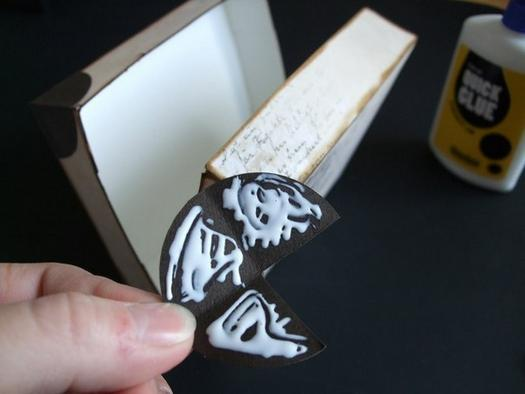 How-to-DIY-Creative-Luggage-Style-Gift-Box-7.jpg