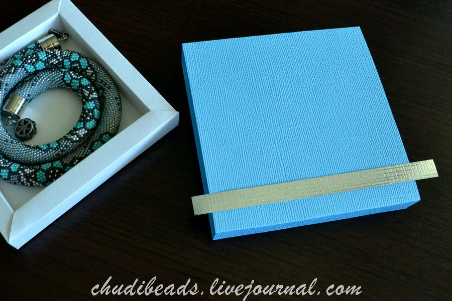 How-to-DIY-Easy-and-Pretty-Gift-Box-14.jpg