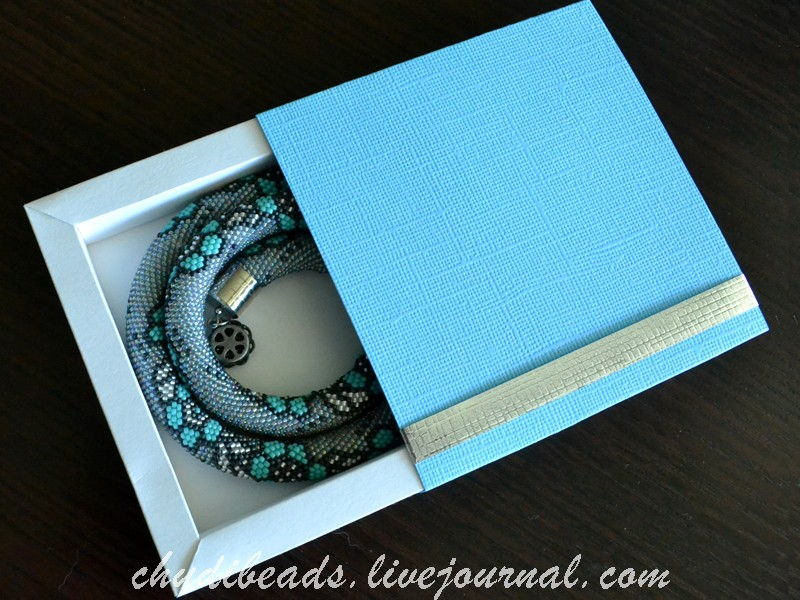 How-to-DIY-Easy-and-Pretty-Gift-Box-15.jpg
