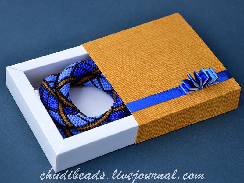 How-to-DIY-Easy-and-Pretty-Gift-Box-21.jpg
