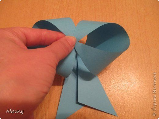 How-to-DIY-Pretty-Paper-Bow-for-Gift-Packing-7.jpg
