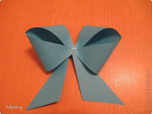 How-to-DIY-Pretty-Paper-Bow-for-Gift-Packing-8.jpg