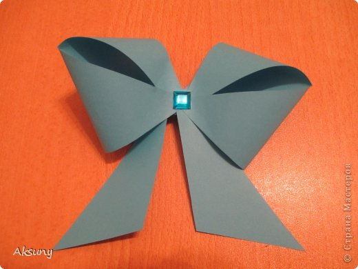 How-to-DIY-Pretty-Paper-Bow-for-Gift-Packing-9.jpg