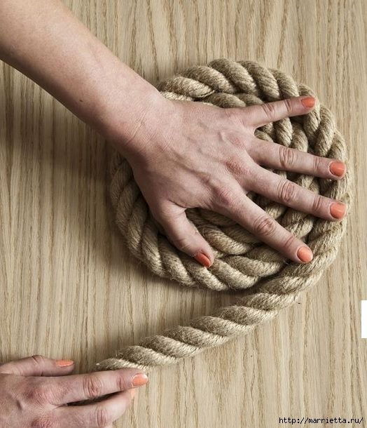 How-to-DIY-Simple-Rope-Rug-2.jpg