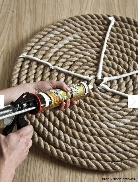 How-to-DIY-Simple-Rope-Rug-4.jpg