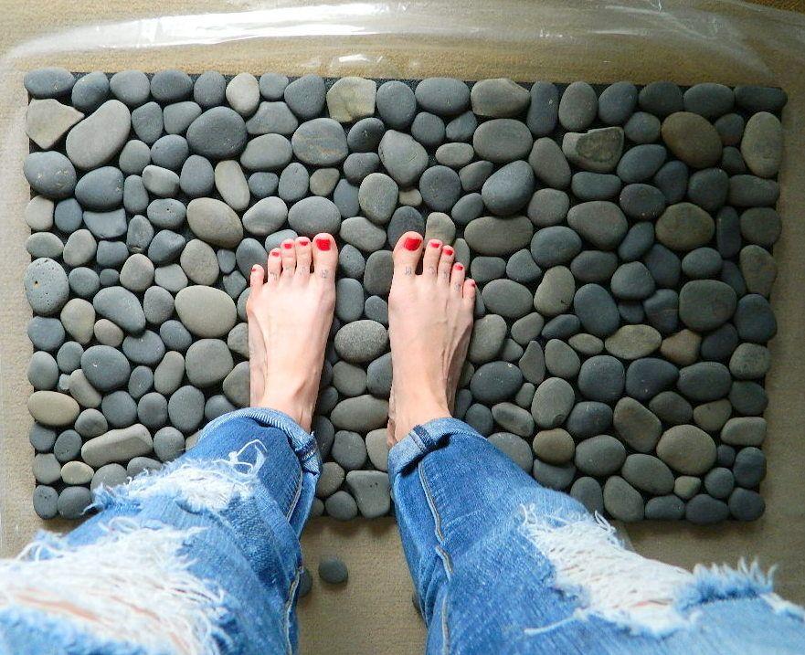 How to DIY Stone Floor Mat --> Ocean Stone Bath Mat