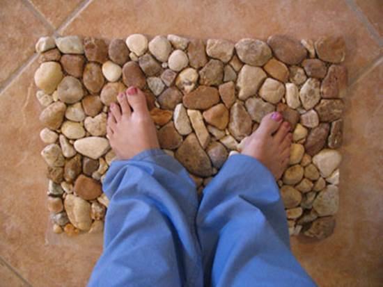 How to DIY Stone Floor Mat --> River Rock Floor Mat