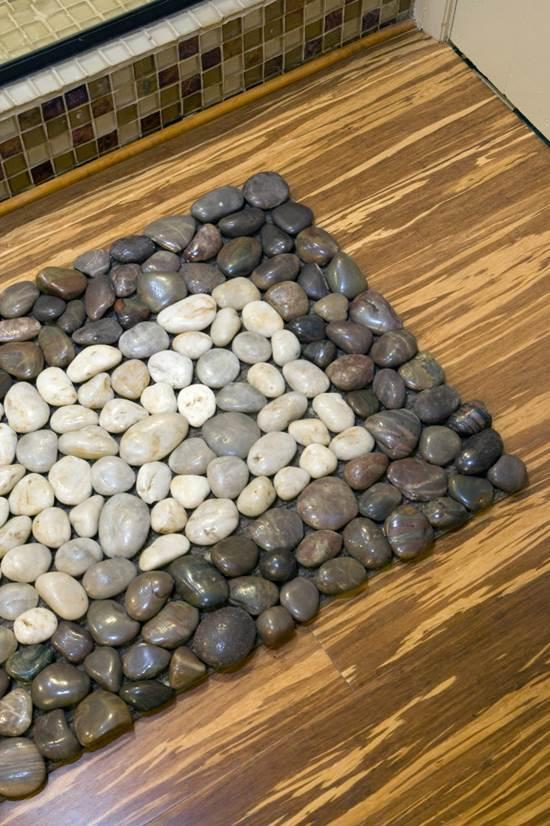 How to DIY Stone Floor Mat --> Pebbles transform a simple doormat