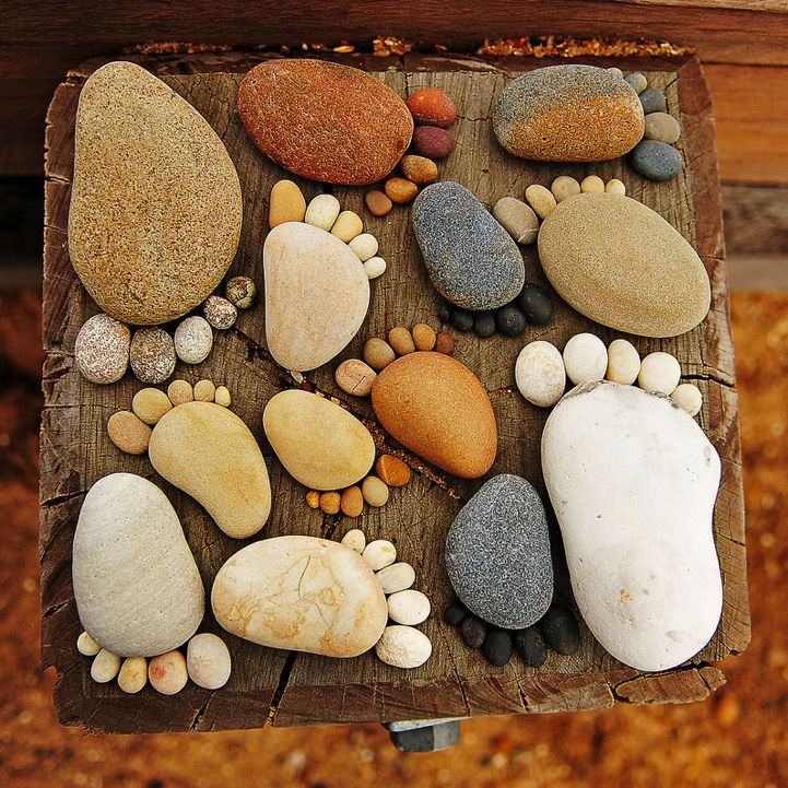 How-to-Make-Creative-Stone-Footprints-DIY-Ideas-11.png