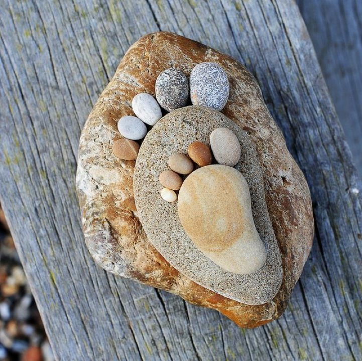 How-to-Make-Creative-Stone-Footprints-DIY-Ideas-12.jpg