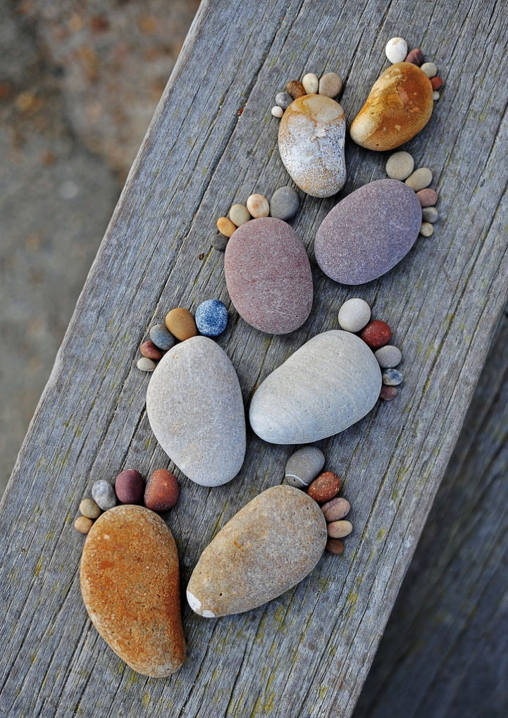 How-to-Make-Creative-Stone-Footprints-DIY-Ideas-9.jpg