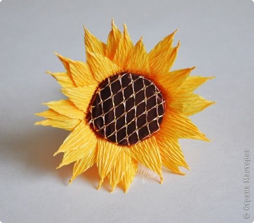 How-to-DIY-Crepe-Paper-Chocolate-Sunflowers-8.jpg