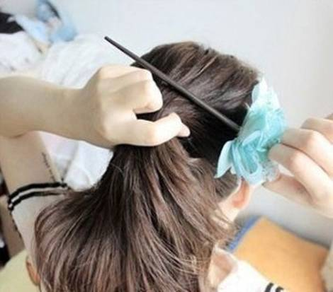 How-to-DIY-Easy-Bun-Hairstyle-Using-Chopstick-2.jpg