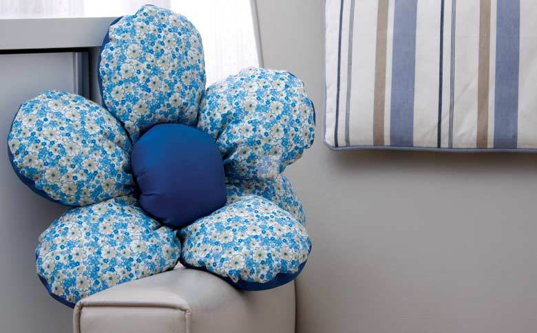 DIY Beautiful Flower Cushion Step 13