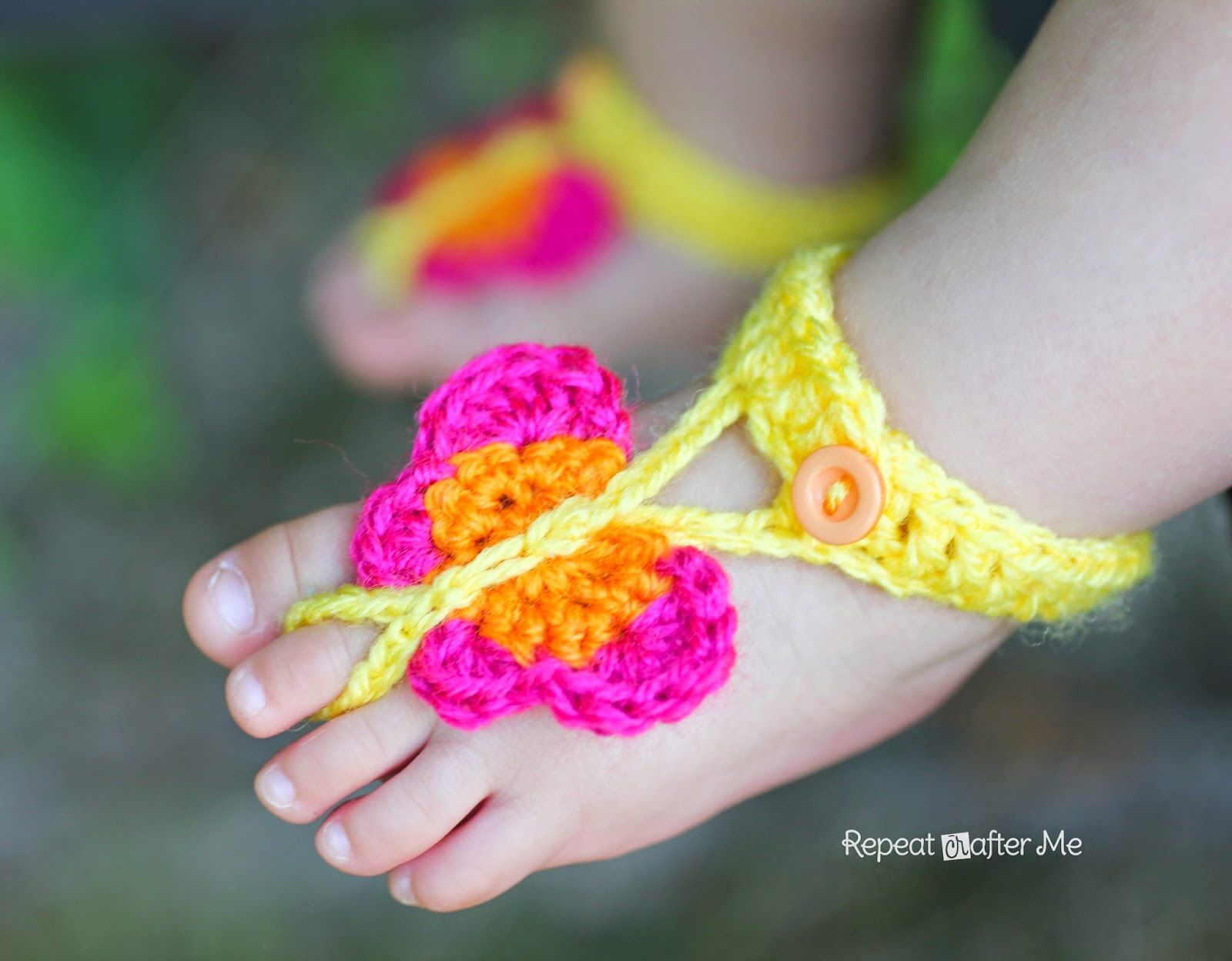 60+ Adorable and FREE Crochet Baby Sandals Patterns --> Crochet Butterfly Barefoot Sandals