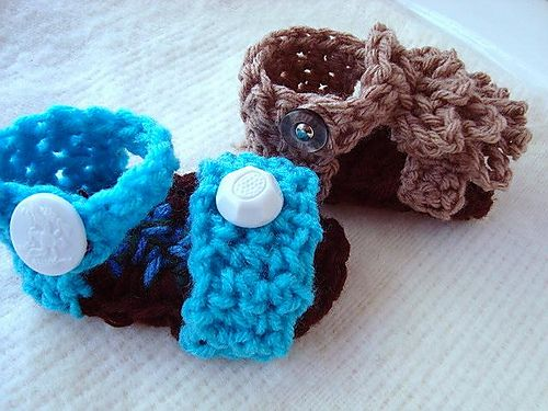 60+ Adorable and FREE Crochet Baby Sandals Patterns --> Ruffled Top Baby Sandal Booties