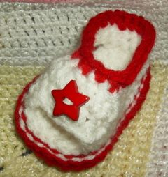 60+ Adorable and FREE Crochet Baby Sandals Patterns --> Peek-a-boo Toes Baby Sandals