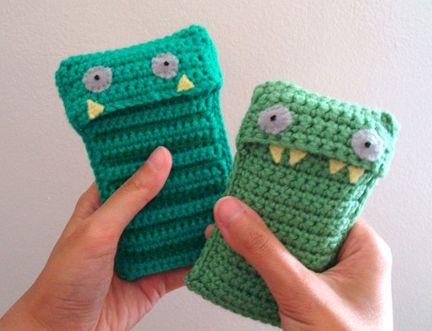 30 Stylish DIY Crochet Phone Cases --> Crochet Monster Phone Cozy