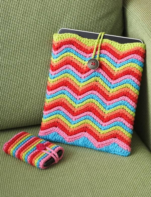 30 Stylish DIY Crochet Phone Cases --> Crochet Rainbow Stripes Mobile Phone Cover
