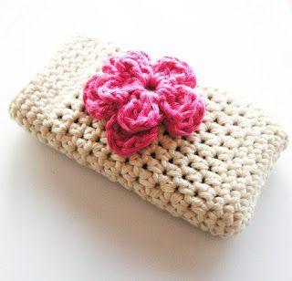 30 Stylish DIY Crochet Phone Cases --> Crochet iPhone case with flower
