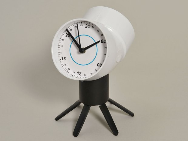 30+ Creative Uses of PVC Pipes in Your Home and Garden --> PVC Two-Faced Clock