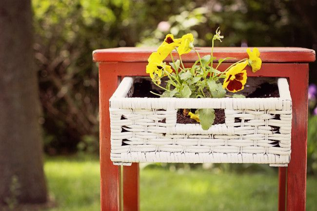 20+ Creative Ideas and DIY Projects to Repurpose Old Furniture --> DIY Upcycled Side Table and Planter