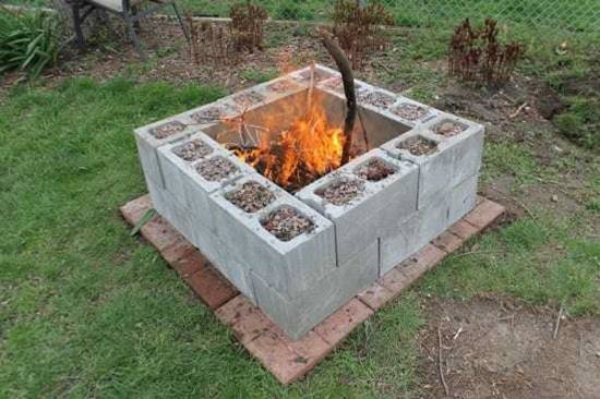 20+ Creative Uses of Concrete Blocks in Your Home and Garden --> Concrete block fire pit