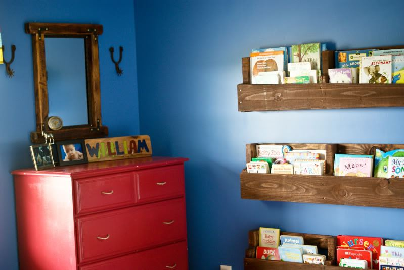 30+ Creative Pallet Furniture DIY Ideas and Projects --> Wood Pallet Bookshelf