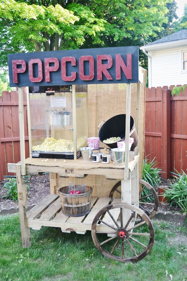 30+ Creative Pallet Furniture DIY Ideas and Projects --> DIY Pallet Popcorn Stand