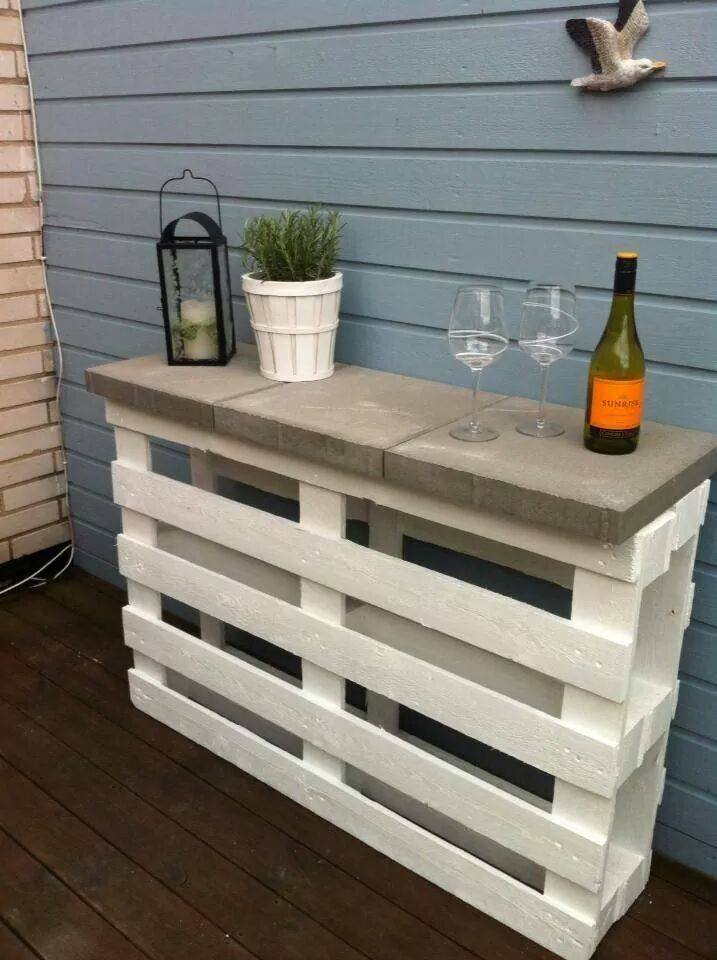 30+ Creative Pallet Furniture DIY Ideas and Projects --> Pallet Outdoor Bar and Stools