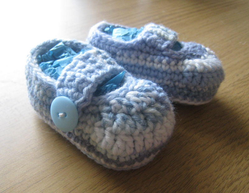 40+ Adorable and FREE Crochet Baby Booties Patterns --> Simple Crochet Baby Booties