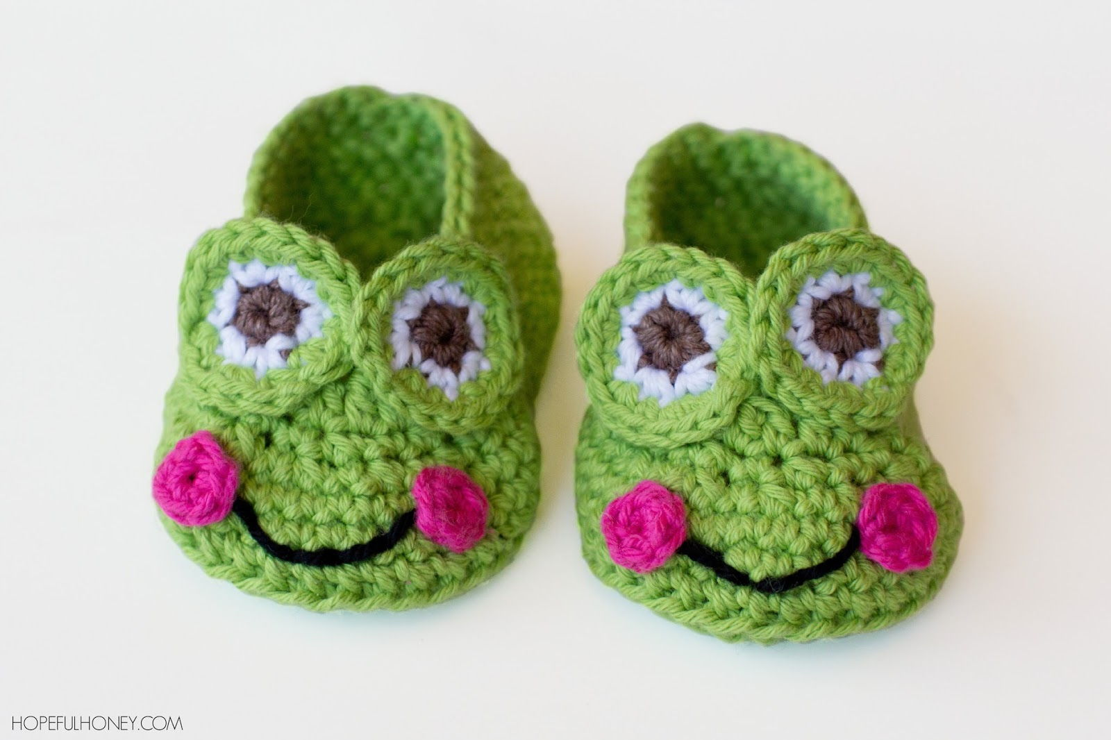 40+ Adorable and FREE Crochet Baby Booties Patterns --> Crochet Frog Baby Booties